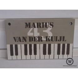 Naambord voordeur piano