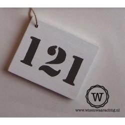 Houten huisnummer wit