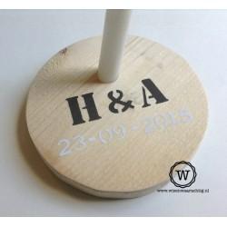houten kandelaar met naam en datum