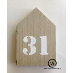 Huisnummer huis steigerhout