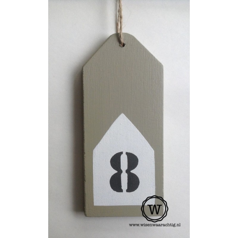 Houten label met huisnummerhuisje
