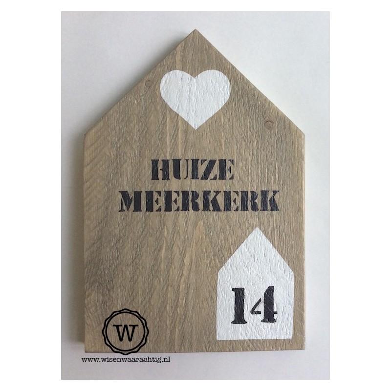 XL huis met namen en huisnummerhuisje