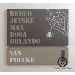 Naambord spinnenweb met extra naambordje