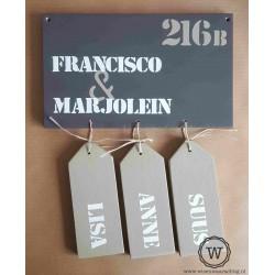 Naambord voordeur met naamlabels